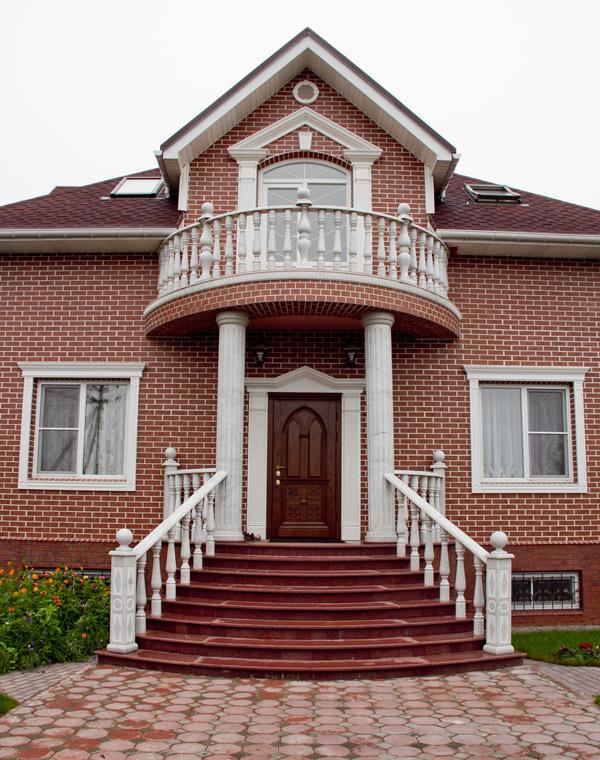 фасадная лепнина: балюстрады, карнизы, оформление окон и дверей