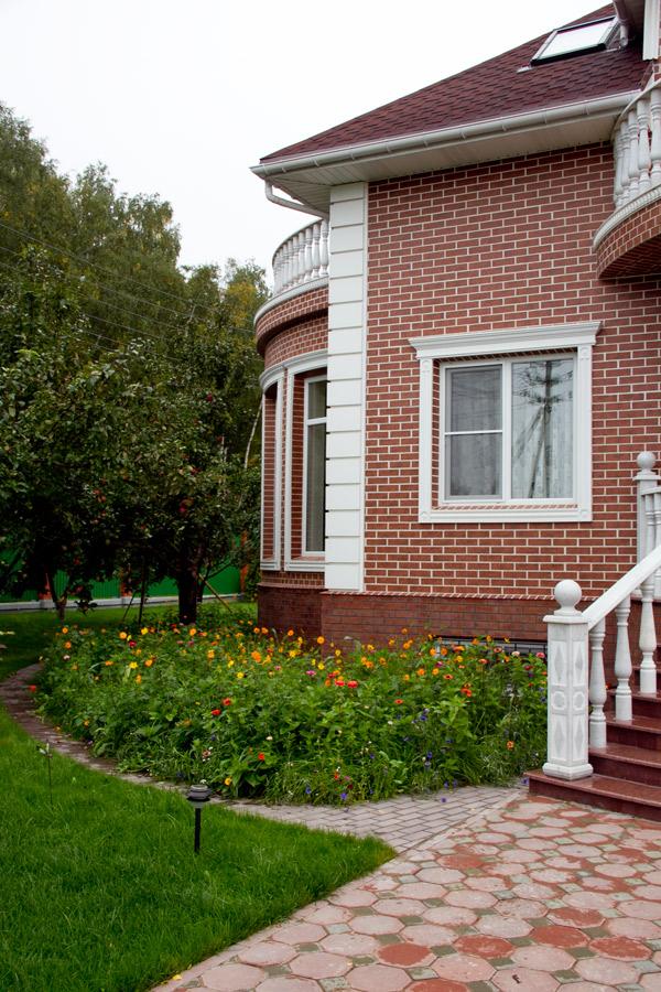 оформить вход в дом лепниной