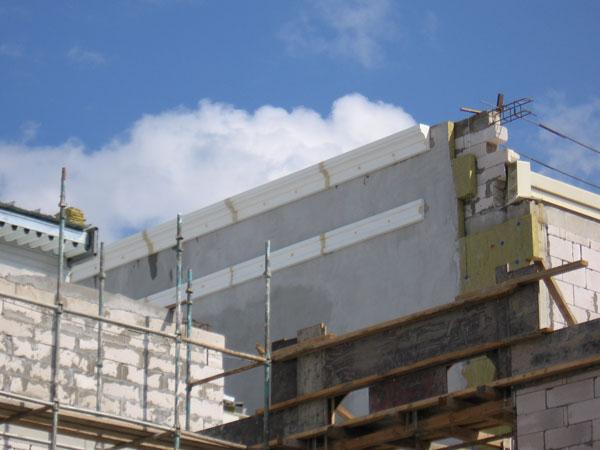 монтаж лепнины из полиуретана на утеплённый фасад